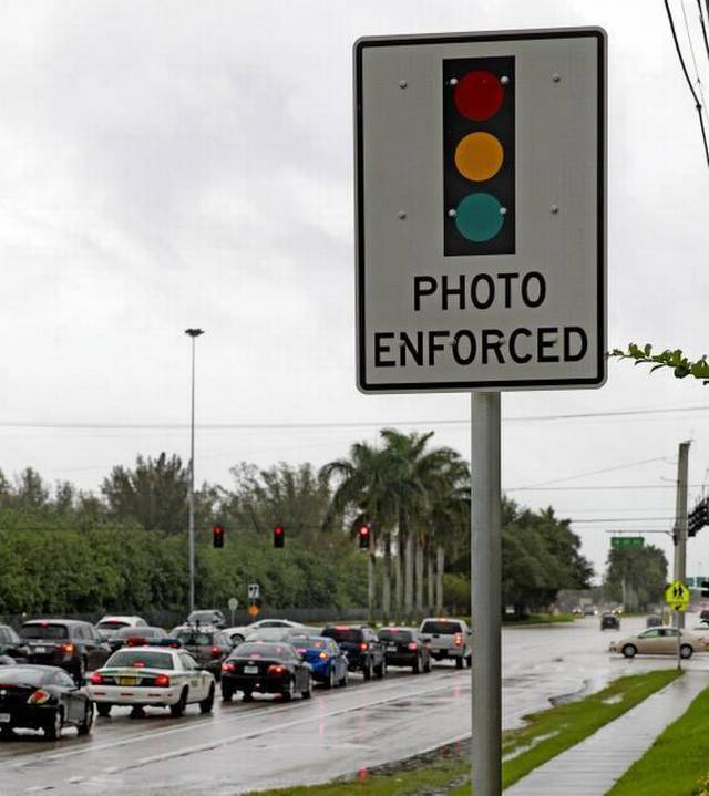Hollywood puts brakes on red light cameras